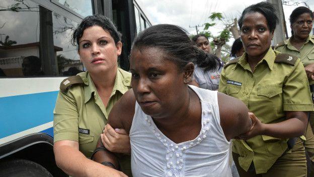 Detención de una opositora en Cuba