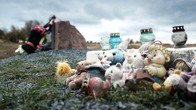 импровизированный мемориал погибших пассажиров MH17
