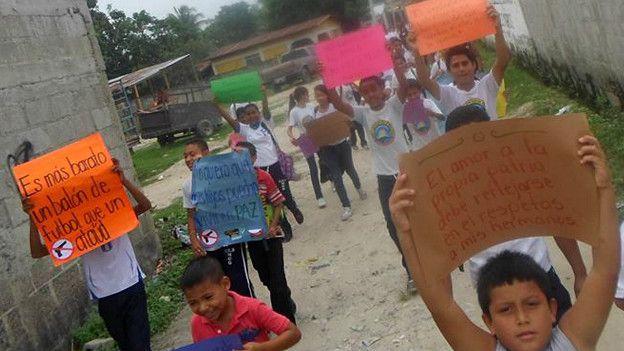 Marcha de niños contra la violencia