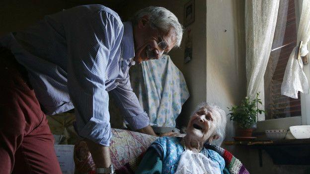 Carlo Bava con Emma Morano