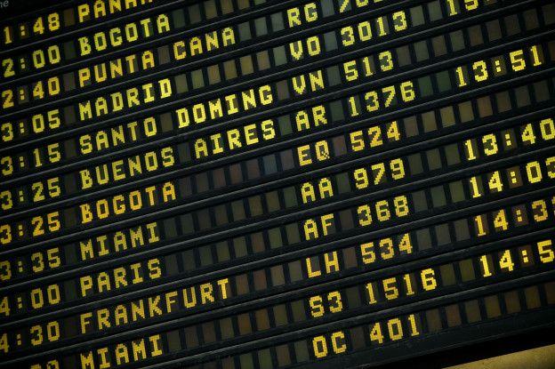 Pantalla de vuelos del aeropuerto de Maiquetía, que sirve a Caracas