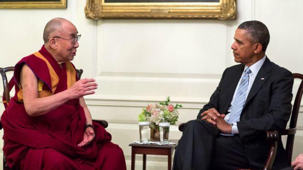 達賴喇嘛(左)與奧巴馬(右)在白宮地圖室內會面(21/2/2014)