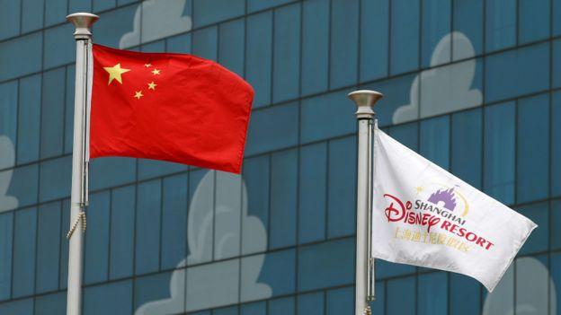 中国国旗与迪士尼园区旗帜