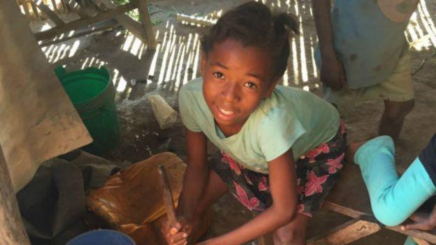 Une petite-fille de la 2ème génération, dont le père métis est marié à une Congolaise