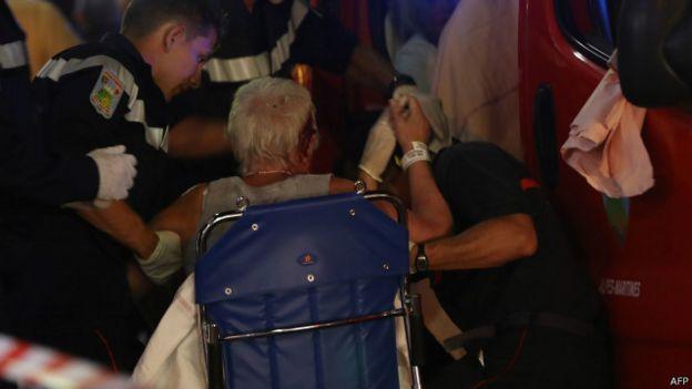 Вантажівка в'їхала в натовп у Ніцці: щонайменше 75 загиблих. ФОТО 1