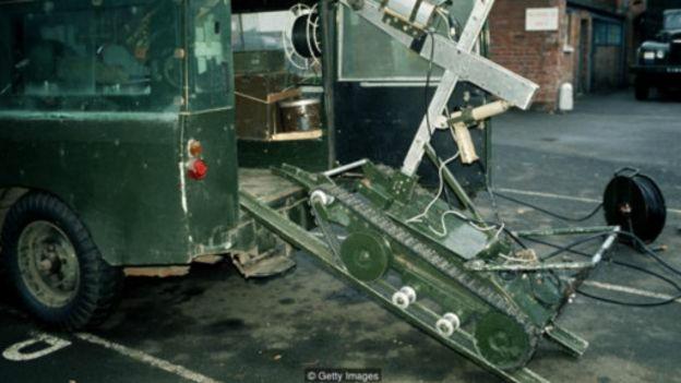 160727140236_bomb_disposal_robots_512x28