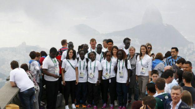 فريق اللاجئين المشارك في الألعاب الأولمبية 2016 يلتقط صورا له في ريو دي جانييرو