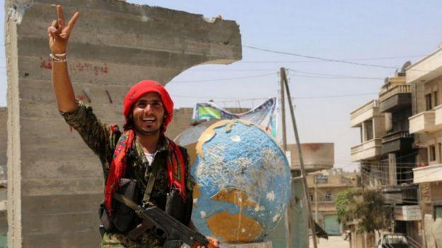 فاينانشال تايمز: انتصارات الأكراد في سوريا أغضبت تركيا وسفت أحلامهم بالانفصال