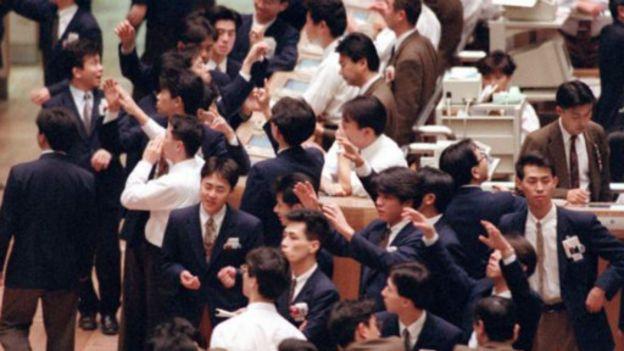 160930112054_tokyo_stock_exchange_in_199
