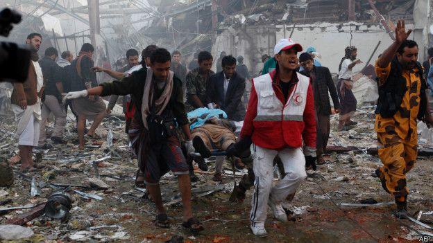 متابعة تطور الأحداث في اليمن - موضوع موحد - صفحة 4 161008162735_yemeni_medics_and_rescue_workers_624x351_afp