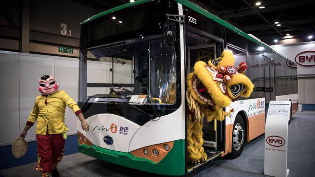在香港展出的一輛比亞迪電動巴士(資料圖片)