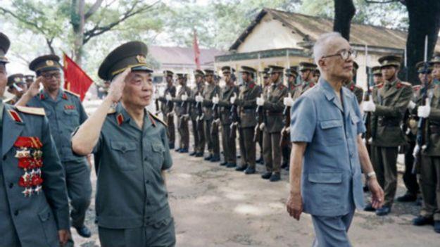 Đại tướng Võ Nguyên Giáp và Chủ tịch Mặt trận GPMNVN Nguyễn Hữu Thọ
