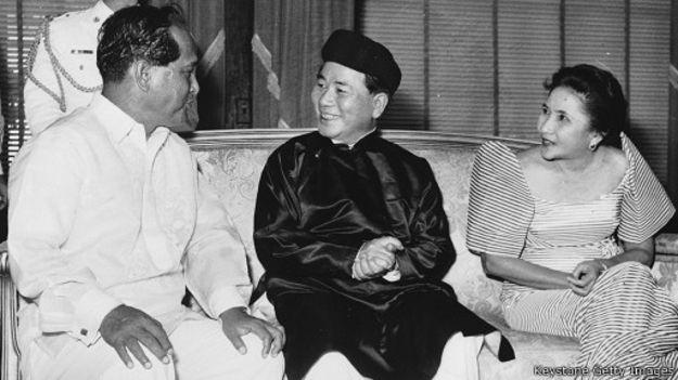 Tổng thống Ngô Đình Diệm (1901-1963) cùng Tổng thống Carlos Carsia và phu nhân tại Philippines hồi năm 1958