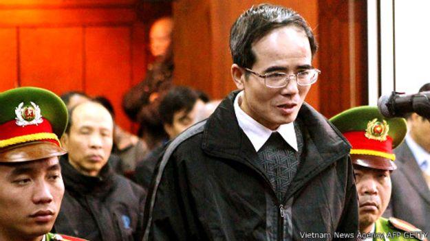 Luật sư và blogger Lê Quốc Quân tại tòa