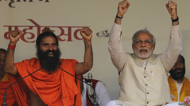 बाबा रामदेव और नरेंद्र मोदी