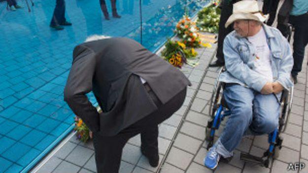 Возложение венков в монументу жертвам нацистского геноцида инвалидов в Берлине 2 сентября 2014 года