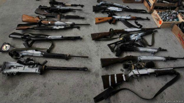 Armas y municiones incautadas en las favelas del Complexo do Alemão, en Río de Janeiro.