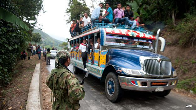Retén de las FARC en una carretera del Cauca