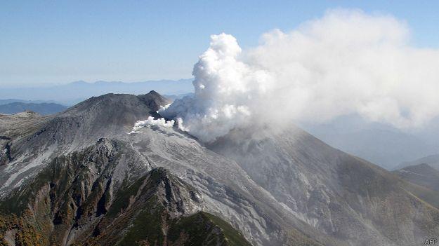 Japón:   la erupción del Monte Ontake, segundo volcán más alto del país 140928085130_mount_ontake_624x351_afp