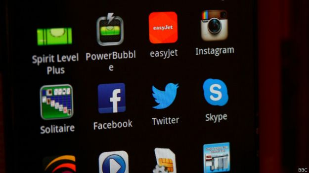 Приложения на экране телефона