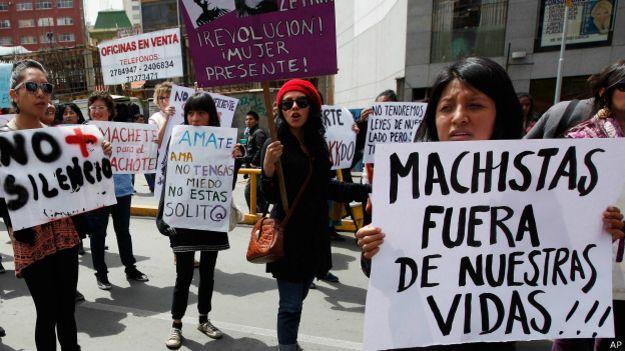 Mulheres protestam contra machismo na Bolívia / Crédito: AP
