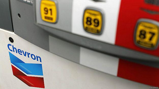 Estación de venta de combustible de Chevron.