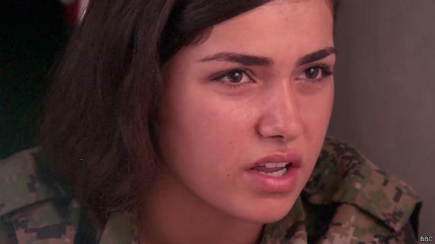 مقاتلات كرديات في مواجهة تنظيم