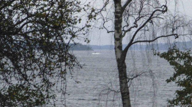 Suposto submarino estrangeiro na costa sueca (Foto: Reuters)