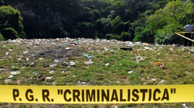 Fosa clandestina en Cocula, Guerrero. Foto: Procuraduría de México