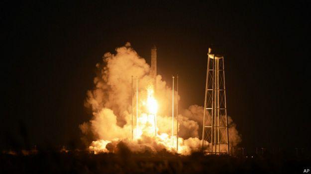 Cohete Antares despaga de la Isla Wallops
