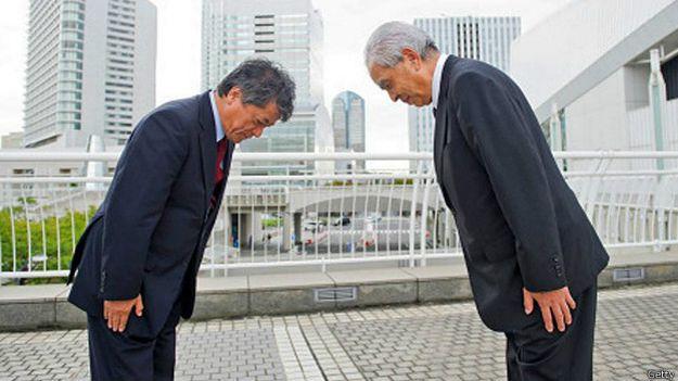 Два азиатских бизнесмена