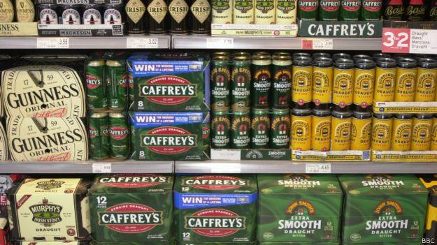 Cervezas en supermercado.
