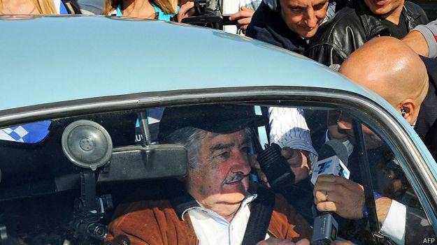 José Mujica en su auto
