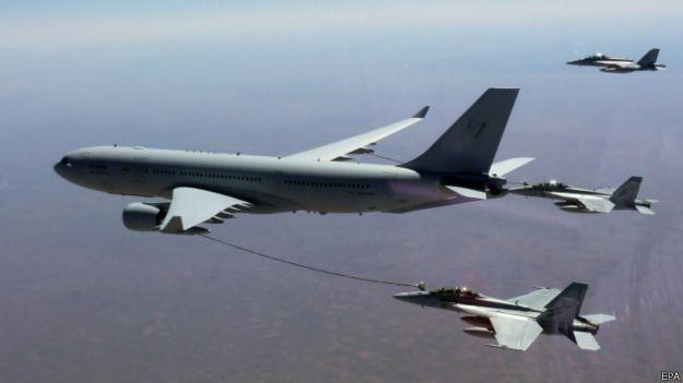 澳大利亚皇家空军F/A18超级大黄蜂战机和KC-30A加油机
