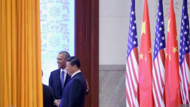 欢迎仪式后,两人举行小范围会谈。