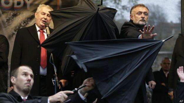 Милош Земан на церемонии открытия мемориальной доски