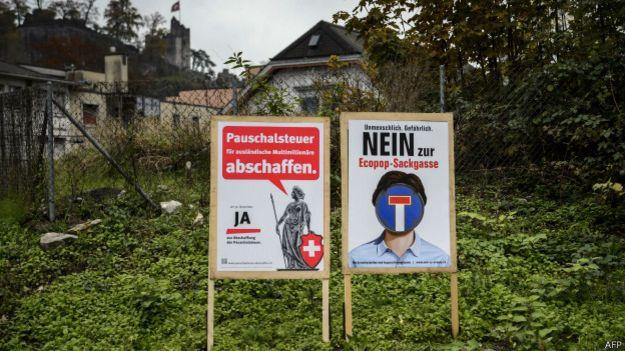 Постеры на референдуме в Швейцарии по вопросу иммиграции