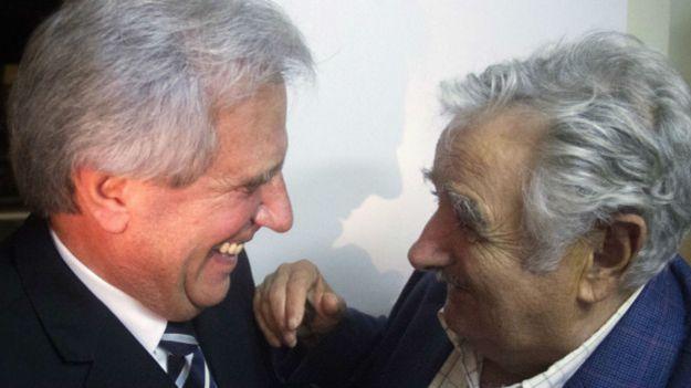 José Mujica, presidente de Uruguay, con Tabaré Vázquez, presidente electo