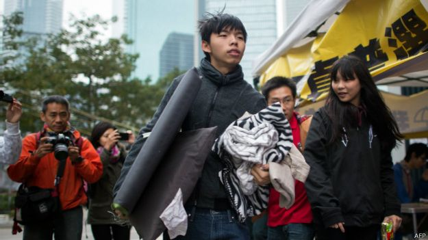 Лидеры протестов в Гонконге сдались в полицию