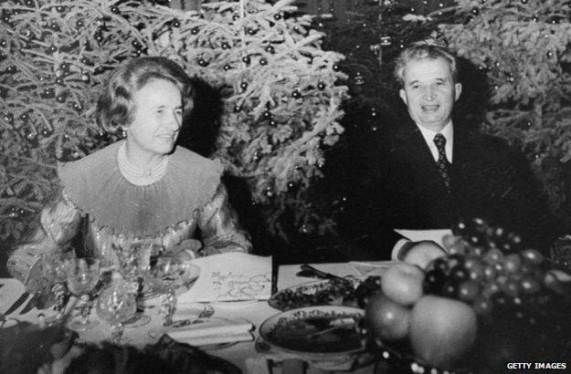 Nicolae Ceausescu y su esposa Elena en 1981 en Bucarest