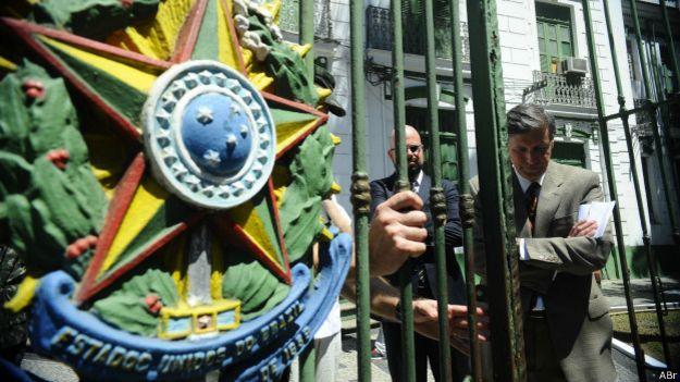 Pedro Dallari, presidente de la Comisión de la Verdad de Brasil, visita un antiguo centro de tortura del régimen militar en Río.