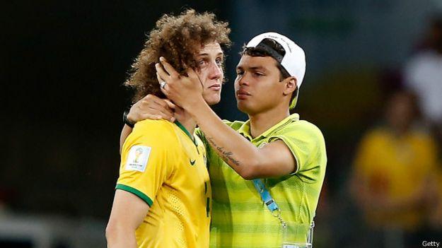 Jugadores brasileños tras su derrota en semifinales contra Alemania en el Mundial de Brasil 2014