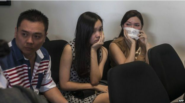 اندونيسيا تعلق البحث عن طائرة اير اسيا المفقودة بعد حلول الليل