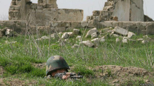 Солдат в зоне Нагорно-карабахского конфликта