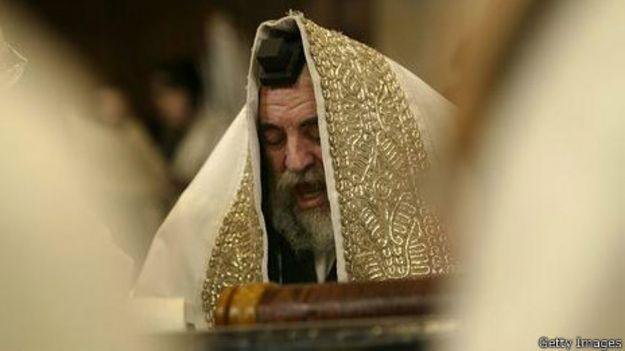 Rabino durante a Festa de Purim