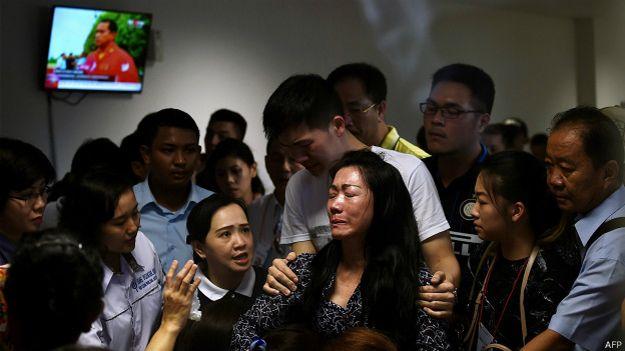 familiares víctimas del vuelo de AirAsia