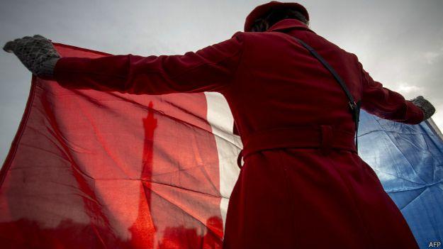 Mujer con la bandera de Francia