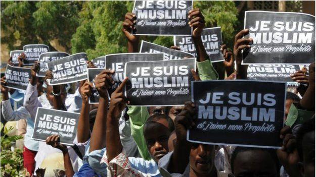 Charlie Hebdo protestoları: 2 kilise yakıldı