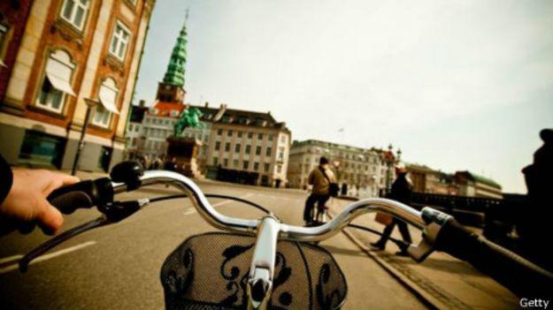 Copenhague vista de uma bicicleta