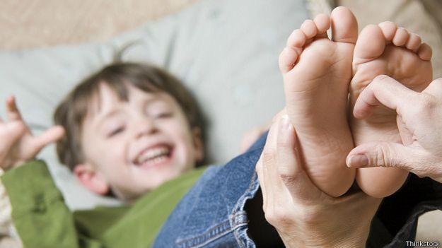 Щекотание ребенка